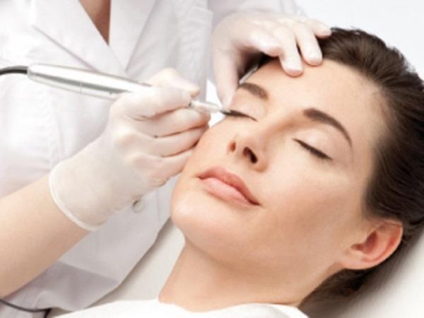 Maquillaje permanente de ojos