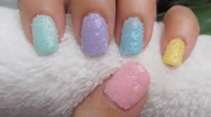 Manicura decorada con sal
