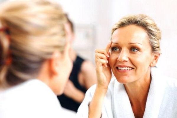 La cosmetología los cabellos sobre la persona
