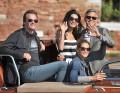 George Clooney con su mujer y amigos