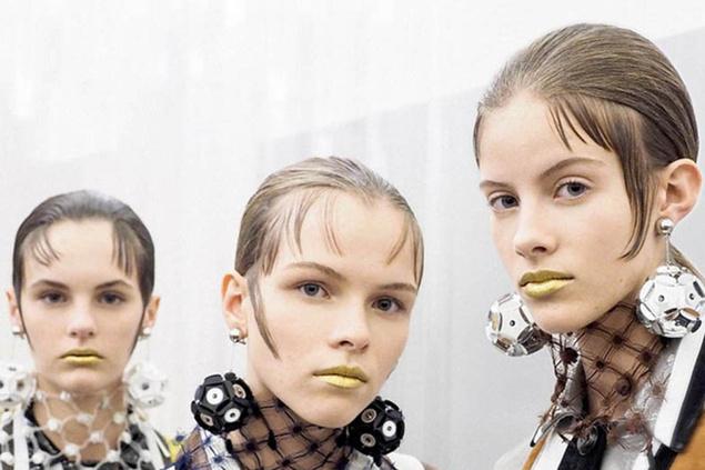 modelos con labios dorados