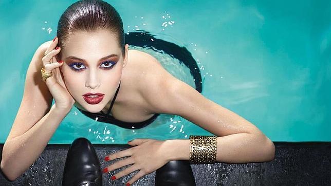Maquillaje para ir a la piscina o a la playa