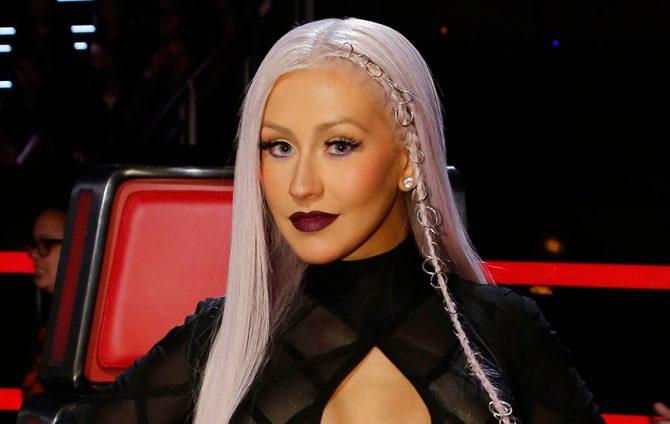 Christina Aguilera con piercings en el pelo