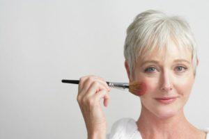 Trucos de maquillaje para pieles maduras