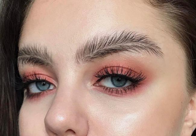 Cejas con forma de plumas, ¿te apuntas a la nueva tendencia?